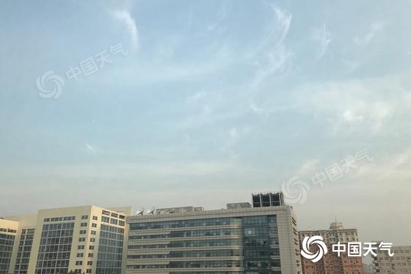 北京今晨蓝天露脸。