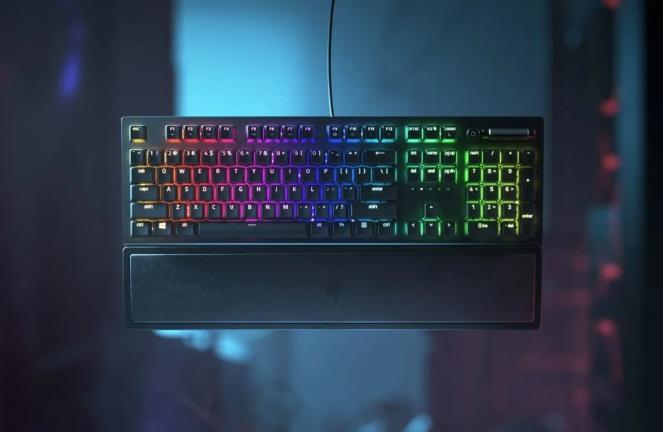 雷蛇推出黑寡妇蜘蛛 V3 键盘:可选绿轴/黄轴,899 元