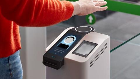 亚马逊公司启用新支付系统 摇摇手就能付款