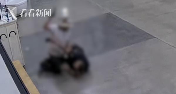美国一男子闯入警局殴打警察 缠斗中抢走配枪