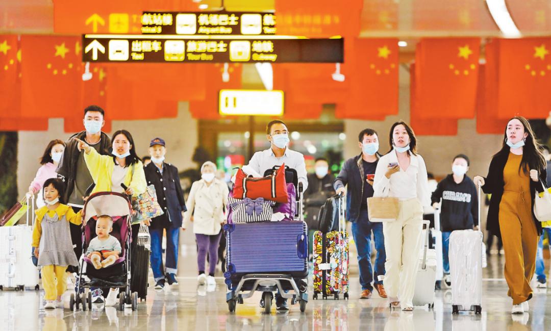 """""""双节""""期间,重庆江北国际机场迎送旅客108万人次图片"""