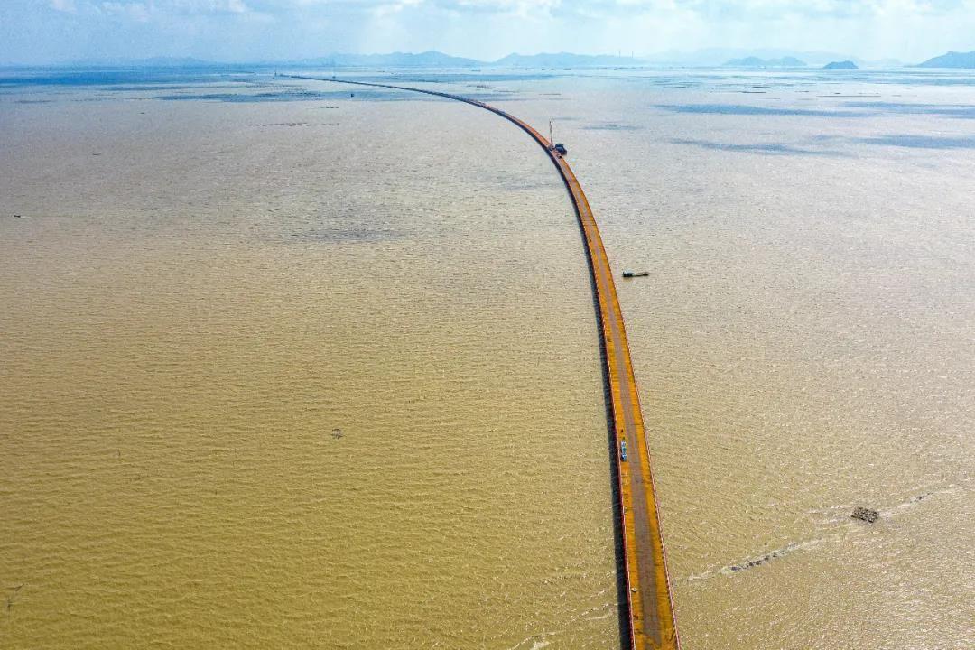 黄茅海跨海通道钢栈桥全线贯通