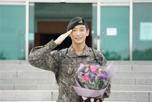 郑珍云今日退伍 退伍感言向等待的粉丝们表达感谢