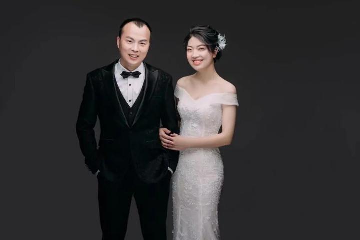 """""""谢谢你今天请假和我结婚!""""淳安警察"""