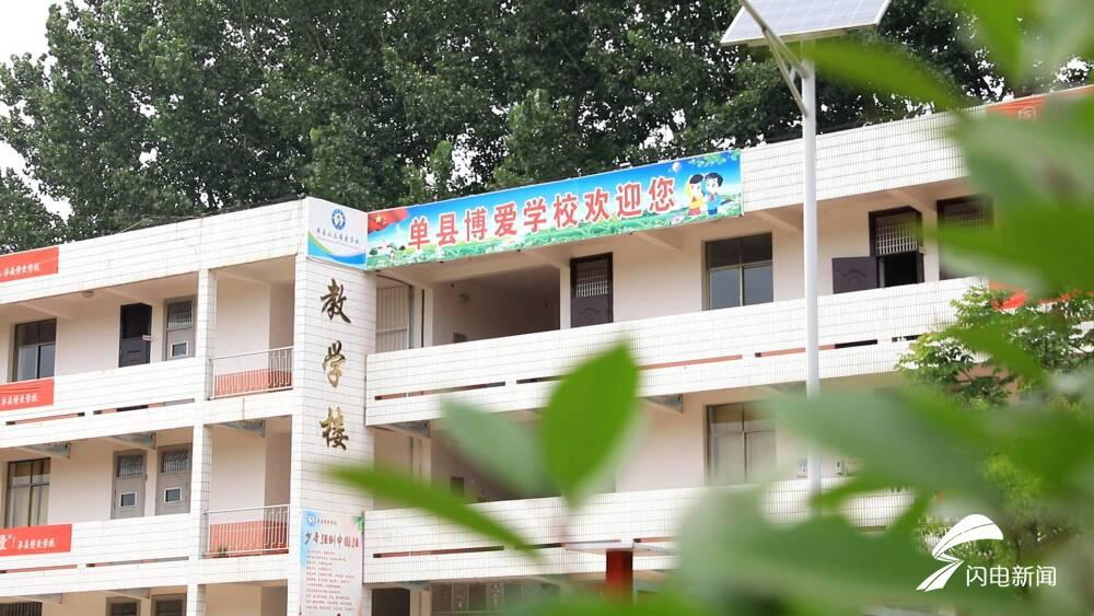 幸福的起点 校长四次看望脑瘫女孩 终于成为了泛爱学校的第109名学生