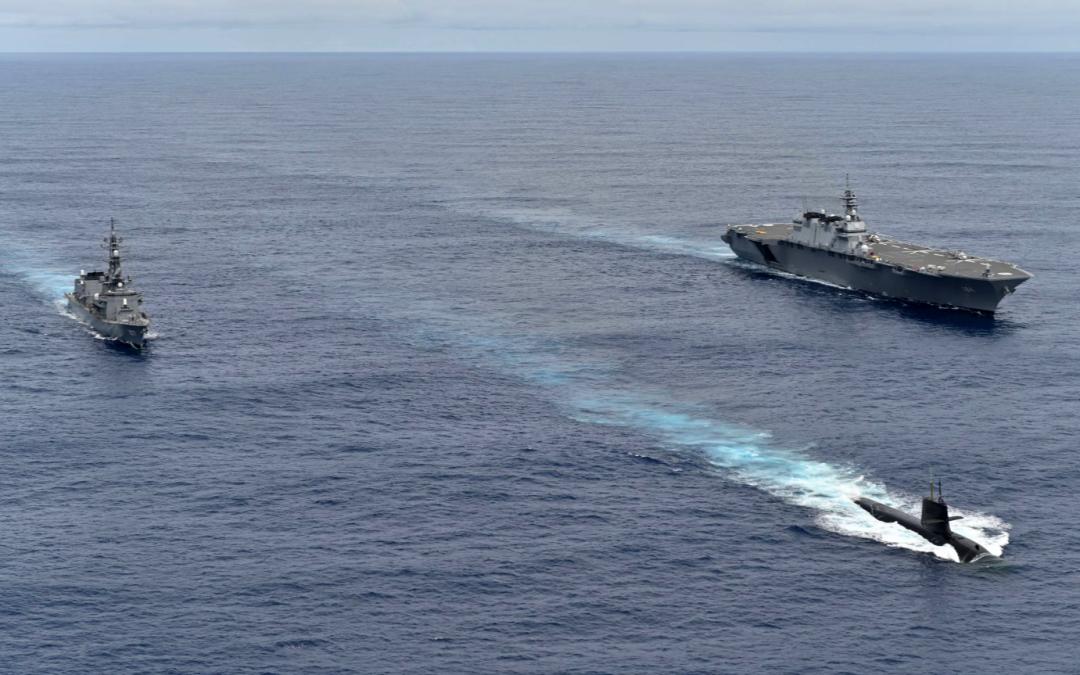 日本海上自卫队舰艇10月9日在南海开展反潜演练