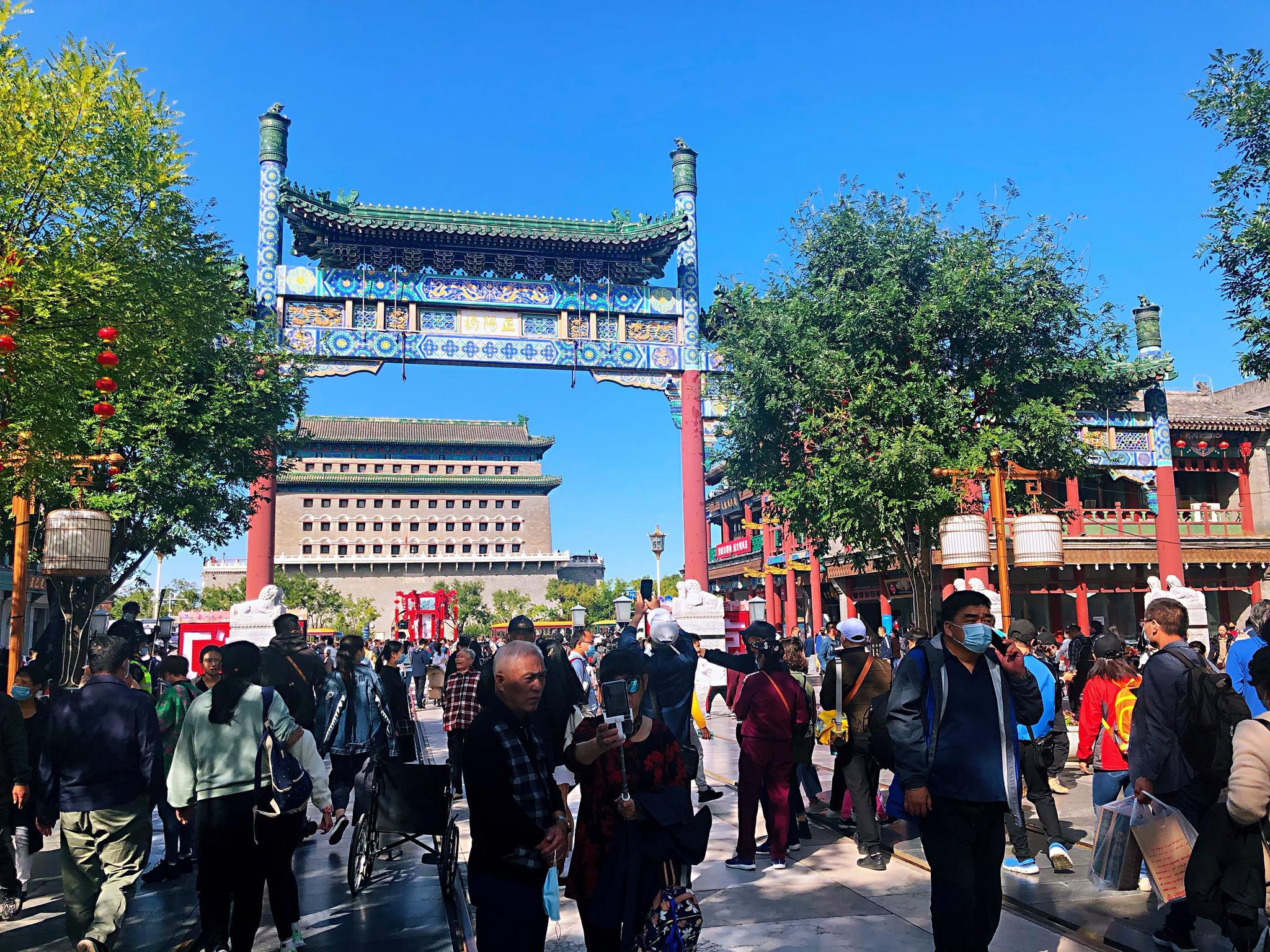 国庆假期北京特色商街人气高,前门大街、南锣鼓巷日均客流超8万图片