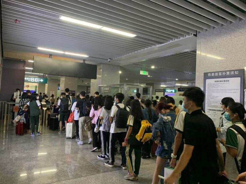 国庆黄金周期间 46万多人乘坐万惠城铁