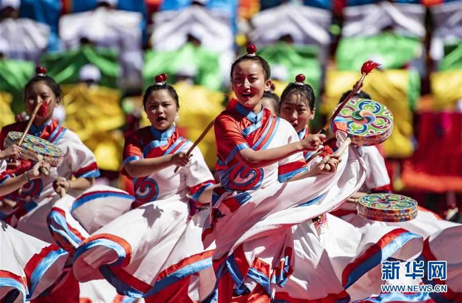 这是10月9日拍摄的西藏昌都解放70周年庆贺大会现场。 当日,西藏昌都解放70周年庆贺大会在昌都会举办。 新华社记者 普布扎西 摄
