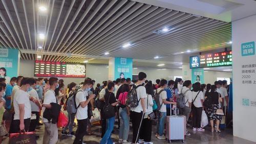 """""""双节""""假期 东莞很多车站都在忙乘客!"""