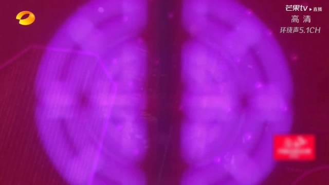 啊啊啊,张翰穿上星空西装真的太帅了吧,搭配紫色的星空……