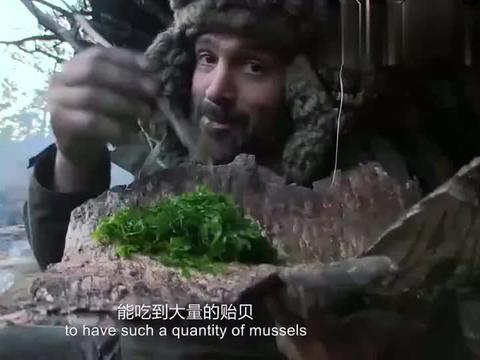 单挑荒野:吃完海鲜贻贝,德爷又来点小菜,这顿晚餐可真丰盛!