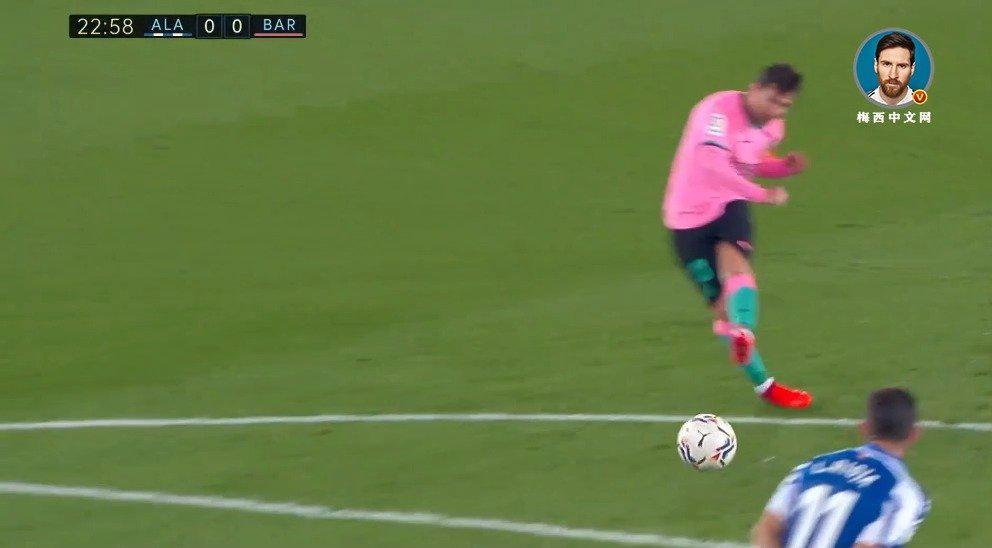 梅西主罚任意球被对方在门线解围!