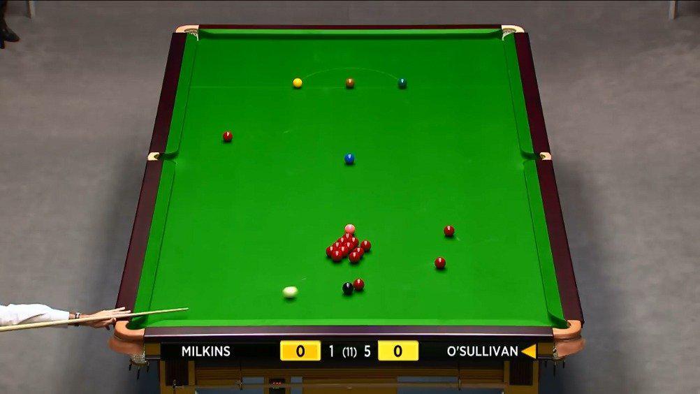 2014年大师赛首轮,奥沙利文6-1米尔金斯。裁判是塔布