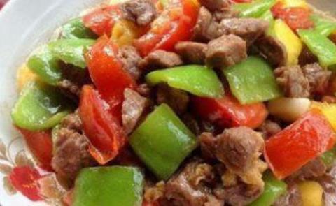 春笋肉片,香辣排骨,青椒炒牛肉,木耳鸡蛋炒蒜薹