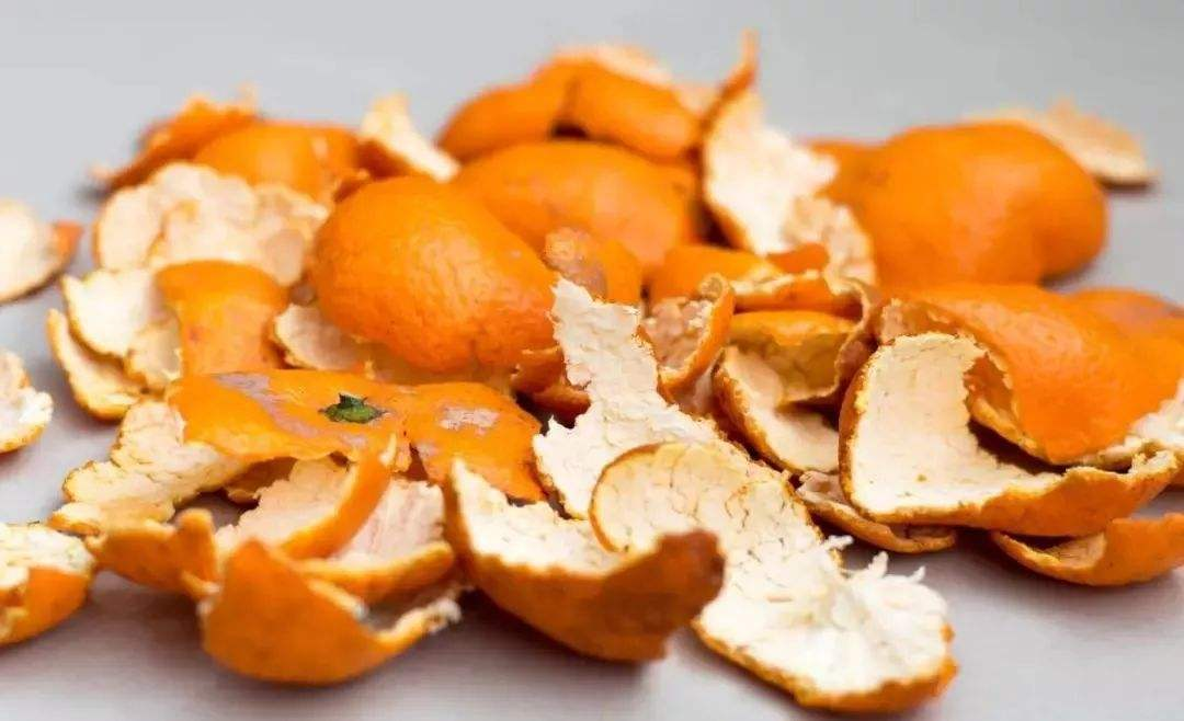 橘子皮养花,是养花的好宝贝,浇一点让花卉蹭蹭长!