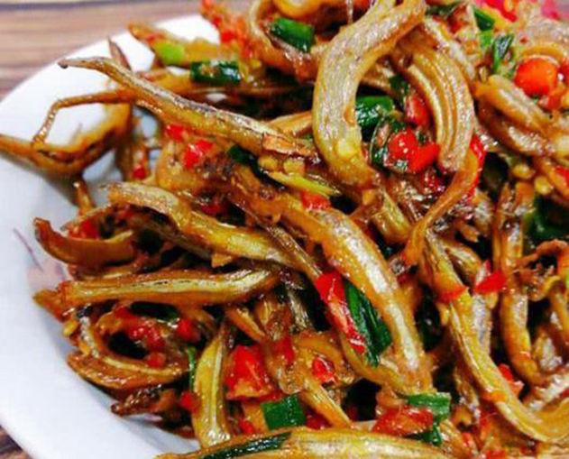 美食优选: 酱香鱿鱼须,泡椒炒猪腰,剁椒梅鲚鱼干,辣椒炒肉丁