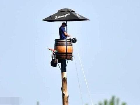 南非人打破坐杆世界纪录,在离地25米高的杆上过了67天