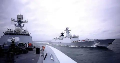 东部战区海军某驱逐舰支队赴某海域训练 火炮打击画面曝光
