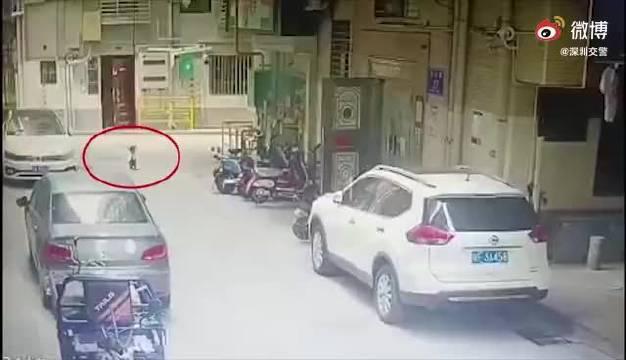 深圳2岁小孩小区内车祸身亡!父亲哭诉:我刚刚离开2分钟