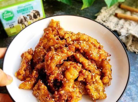 脆瓜炒海蜇、虾仁塔菜、香辣炒芋子、蜂蜜黄油炸鸡