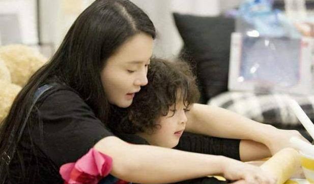 """""""滚开点,我不配当你妈!""""拳王太太冉莹颖教育儿子是对是错?"""