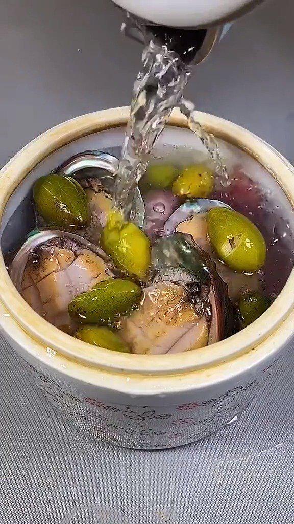 青橄榄鲍鱼瘦肉汤,此汤:清热解暑、清喉利咽、生津止渴润肺…………