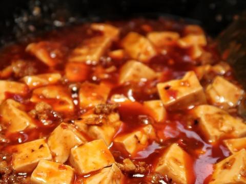 没得青蒜,没得牛肉,没得青花椒面,只得一道简单的笃豆腐