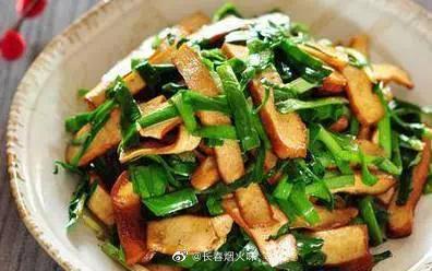 韭菜炒香干 食材:韭菜,香干,干辣椒丝,姜丝,花椒油,盐…………