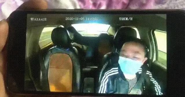 光谷软件园一女乘客打车时突然开门跳车自杀?出租车司机:真的受不了这个惊吓