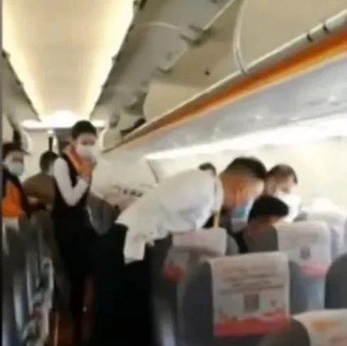 """真实上演!""""飞天鼠""""逼停一架客机?机舱内上演人机大战!"""