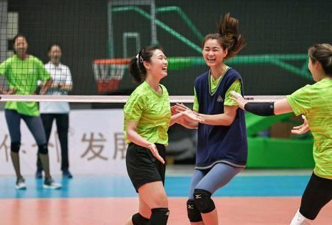 山东女排备战联赛,王梦洁、杜清清喜笑颜开,有望与天津女排争冠