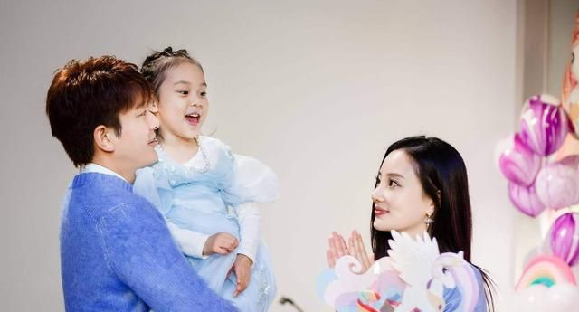 贾乃亮带女儿参加极限运动,树下鼓舞甜馨,乃式育儿