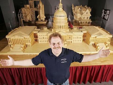 美国男子用火柴棍制造出一座大型城堡,细节精致让人佩服!