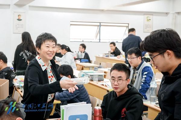 """双十一将至 南邮考研学子收到了冬天的""""第一份礼物""""图片"""