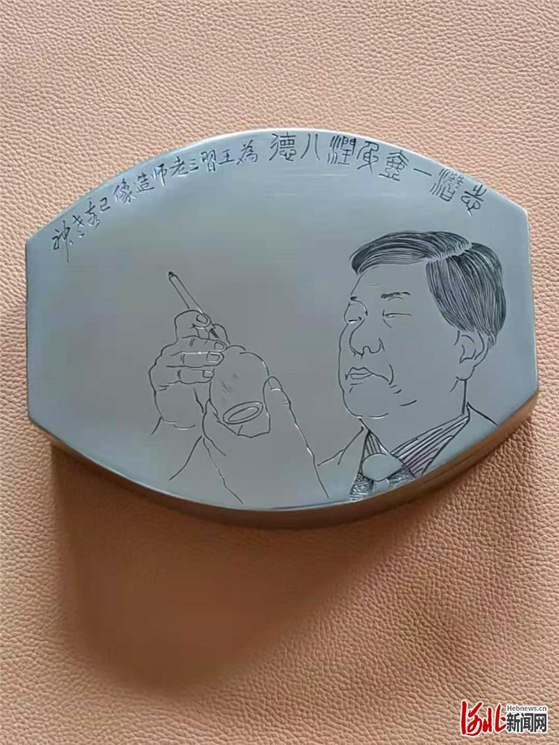 刻铜大师宋国柱创作精巧人像墨盒