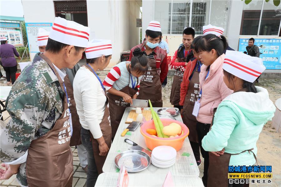 村民正在参加中式烹调师初级工资格考试