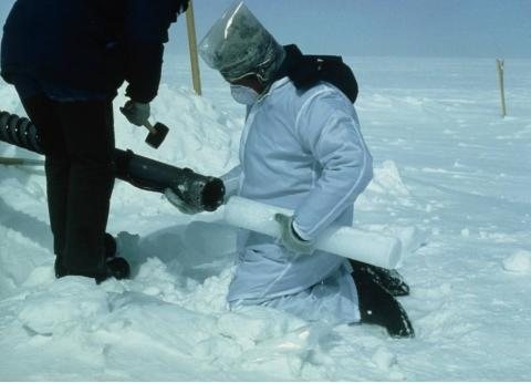 这支冰芯隐藏着冰川密码,研究员:和人类息息相关