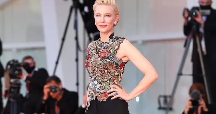 时尚中国丨盛装点亮金狮之城:女王的羊毛裤