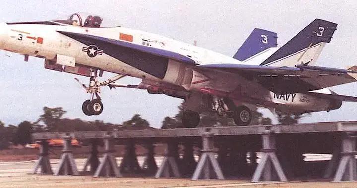 美国海军F/A-18EF舰载机能否顺利登上俄制印度航空母舰?