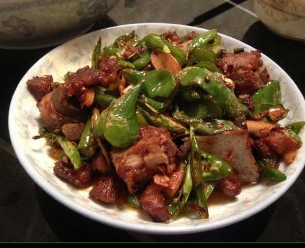 美食精选:炒排骨、金针菇拌豆皮、藤椒鸡、红烧鸡腿