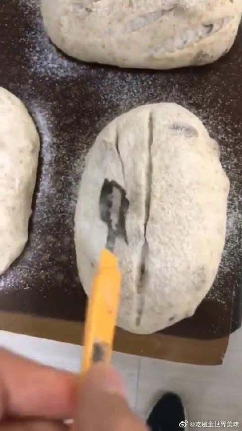 本来挺实惠的面包,经过陈师傅的改刀,结果竟然涨价了
