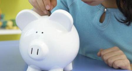 """""""妈,拖地有钱吗?"""",2位妈妈不同做法,决定孩子未来的价值观"""