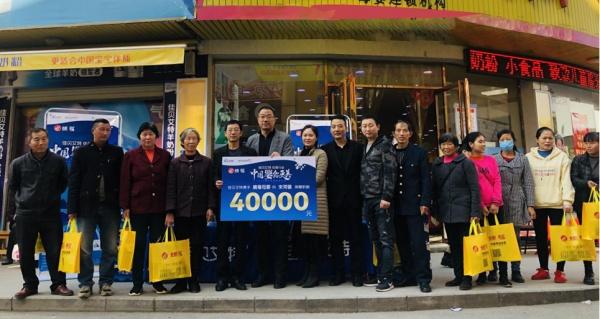 宋河商家为50户贫困家庭捐赠奶粉