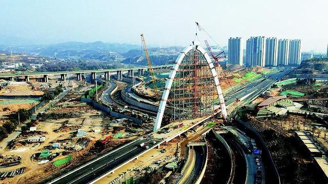 """太原东中环北延架起一道""""彩虹""""上跨北涧河景观桥主拱合龙"""