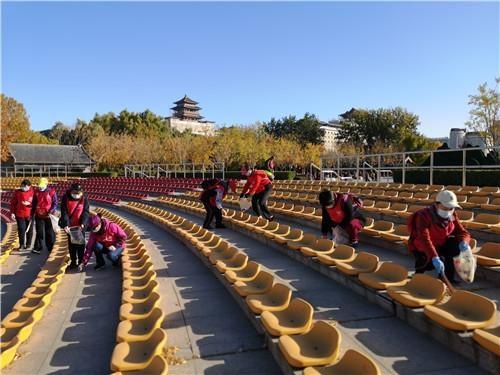 微众汇志愿者在莲花池公园开展绿色环保行动