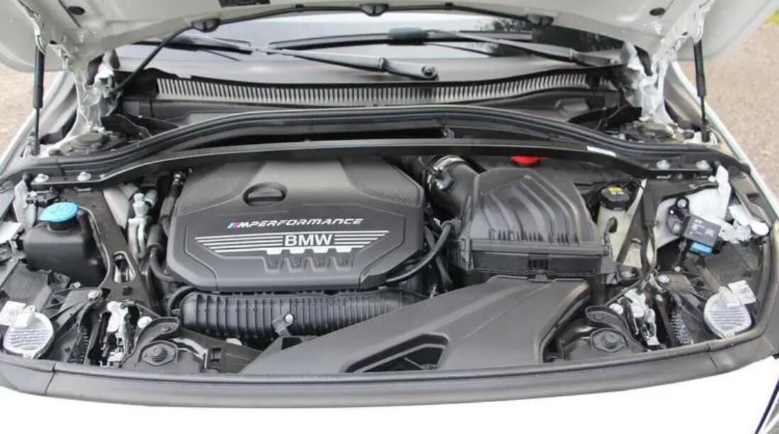 宝马正式在海外市场发布宝马2系Gran Coupe