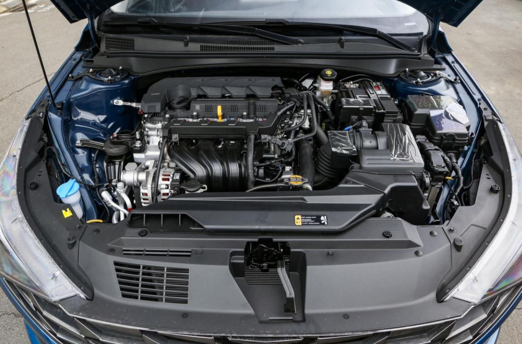 9.98万起的高颜值轿车,低油耗还耐造,伊兰特要回归主流?