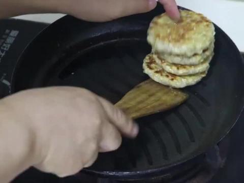 1碗燕麦加3个鸡蛋,不用蒸不油炸,5分钟做一锅,孩子吃的比肉香