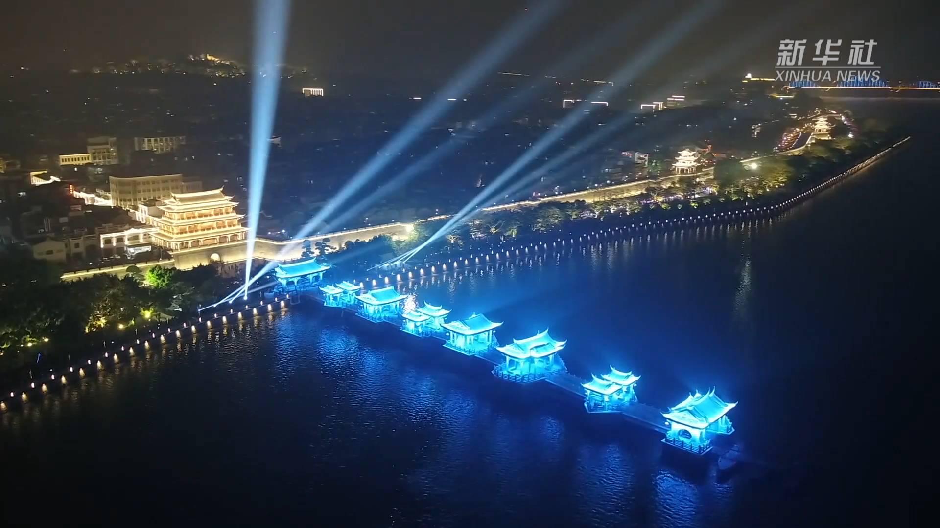 广东潮州:流光溢彩广济桥